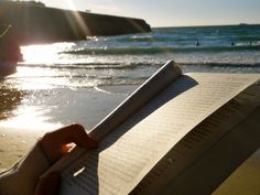 Reading by the beach. My favorite thing to do on vaca. Book Aesthetic, Summer Aesthetic, Aesthetic Photo, I Love Books, Good Books, Gemini, Beach Reading, Adventure Is Out There, Book Photography
