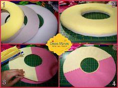 """1- Recorte um disco de espuma com 1 cm e um com 2 cm de espessura e um disco de papelão (meio centímetro menor no diâmetro). Arredonde as beiradas das espumas com uma tesoura. 2- Cole fazendo um """"sanduíche"""": espuma, papelão, espuma. (Eu uso cola de silicone líquida) 3- Recorte dois discos de feltro (ou tecido) com meio centímetro maior no diâmetro em relação á espuma. 4- Costure o círculo do centro do disco de feltro e faça o bordado que desejar na emenda das cores da frente."""