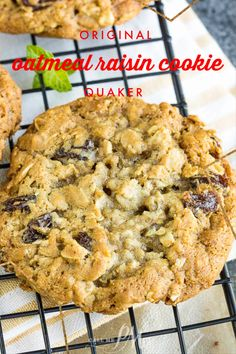 There's no better season than cookie baking season! Original Quaker Oatmeal Raisin Cookie Recipe has crispy edges, chewy centers, and raisins studded throughout. These cookies will be the star at your next holiday cookie tray. Quaker Oatmeal Raisin Cookies, Oatmeal Raison Cookies, Vanishing Oatmeal Cookies, Healthy Oatmeal Cookies, Oat Cookies, Oatmeal Cookie Recipes, Chocolate Chip Oatmeal, Soft Chewy Oatmeal Cookies, Desserts