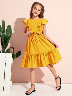Girls Frock Design, Kids Frocks Design, Teen Girl Outfits, Girls Fashion Clothes, Girls Casual Dresses, Little Girl Dresses, Frock For Teens, Baby Clothes Patterns, Frocks For Girls
