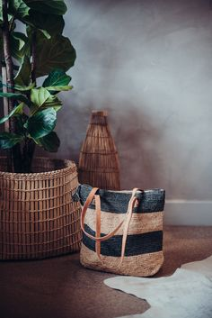 Crushing on our woven totes! ⠀⠀ It sure does take many hours and hard labor to turn bundles of raffia in to a bag. Straw Bag, Totes, Traditional, Tote Bag, Handmade, Bags, Design, Handbags, Hand Made