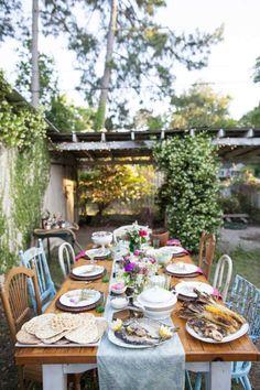 déco-garden-party style rustique chaises anciennes dépareillées