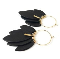 Neutral black earrings are so gorgeous and can be paired with almost any fall/winter outfit! Diy Leather Earrings, Black Earrings, Diy Earrings, Crea Cuir, Jewelry Crafts, Handmade Jewelry, Do It Yourself Jewelry, Diy Schmuck, Bijoux Diy