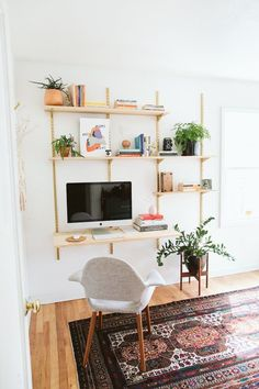 home office shelving Home Office Space, Home Office Design, Home Office Furniture, Home Office Decor, Home Decor, Office Rug, Office Ideas, Svalnäs Ikea, Office Shelving