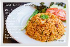 400 g Garnelen 300 g Reis, gekocht 2 Eier 1 rote Chili 1 Zucchini 1 Karotte 2 Frühlingszwiebeln 1 Knoblauchzehe 5 EL Sojasauce 4 EL Öl Paprikapulver Salz und Pfeffer