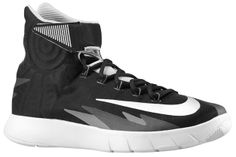 Ook bij Courtyard23.com, de Nike Zoom Hyperrev! Signature shoe van NBA-speler Kyrie Irving.