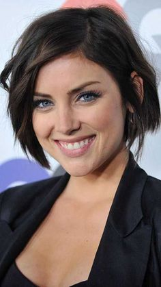 Jessica Stroup, if i were to ever cut my hair short Celebrity Haircuts, Short Bob Haircuts, Short Hairstyles For Women, Pretty Hairstyles, Easy Hairstyles, Square Face Hairstyles Short, Hairstyles 2018, Hairstyles For Square Face, Razor Cut Hairstyles