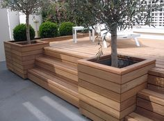 Nice deck incorporated with planter boxes Top Backyard Deck And Patio Ideas – Wood And Composite Decking Designs - Di Home Design Inspiration for tree/planter boxes integrated into deck. Résultat d'images pour stufe in holzterrasse Planters to concea Backyard Patio Designs, Backyard Landscaping, Patio Decks, Small Backyard Decks, Landscaping Ideas, Small Deck Designs, Small Backyards, Patio Plan, Small Terrace