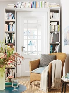 Love this bright, charming space. Those bookshelves would be easy to do.notice that the shelf across the top of the doorway is just a plank/board laid across the two freestanding bookshelves? Small Apartments, Small Spaces, Living Spaces, Living Room, Living Pequeños, Living Area, Creation Deco, Home And Deco, Home Fashion