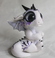 Purple and White Baby Dragon-Reserved for Katie von BittyBiteyOnes Polymer Clay Kunst, Polymer Clay Dragon, Polymer Clay Figures, Polymer Clay Animals, Cute Polymer Clay, Cute Clay, Polymer Clay Projects, Polymer Clay Charms, Polymer Clay Creations