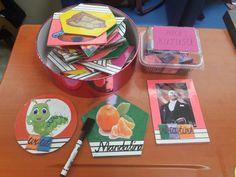 Kelime yazma materyali. Kelimeler yazılıp silinebilir. Daha sonra hece kartlarından kelimeler oluşturulur.
