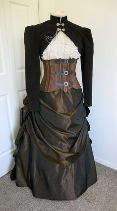 K.I.S.S. (keep it simple stupid) steampunk.  So easy and so nice.  I could whip this out in a weekend.love the overskirt and bustle.
