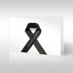 """Diese dezente Design-Trauerkarte mit der schwarzen Trauerschleife """"Black Ribbon"""" ist eine Hommage an die noch junge Symbolik dieser Schleifen. Trauerschleifen symbolisieren die eigene Trauer oder stellen das Mitgefühl dar, das andere gegenüber dem Trauernden empfinden. https://www.design-trauerkarten.de/produkt/band-der-ewigkeit/"""