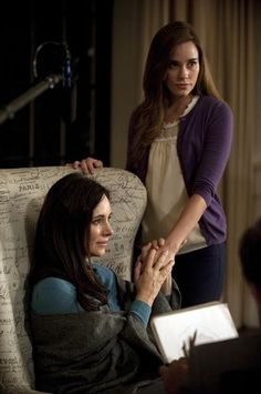 revenge: madeline stowe as victoria grayson and christa b. allen as charlotte grayson Revenge Show, Revenge Season 2, Emily Thorne, Best Tv Shows, Favorite Tv Shows, Christa B Allen, Victoria Grayson, Les Hamptons, Madeleine Stowe
