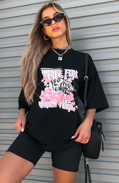 The Tour Season Tee Black/Pink. Head online and shop this season's latest styles at White Fox. Tomboy Fashion, Teen Fashion Outfits, Edgy Outfits, Retro Outfits, Short Outfits, Look Fashion, Streetwear Fashion, Summer Outfits, Girl Outfits