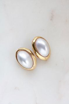Vintage Richelieu Faux Pearl Clip On Earrings Jewelry Design Earrings, Gold Earrings Designs, Gold Jewellery Design, Ear Jewelry, Designer Earrings, Clip On Earrings, Pearl Earrings, Pearl Beads, Jewelry Drawing