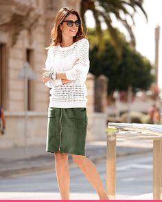 Hyvin pukeutunut nainen on aina komea näky Lace Skirt, Skirts, Fashion, Moda, Fashion Styles, Skirt, Fasion, Skirt Outfits