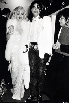 Upon arriving at the Academy awards on March 25, 1991, Madonna pulled of one of the craziest moments in her career, bringing Michael Jackson as her date!