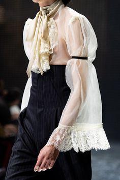 Gucci Fall 2019 Ready-to-Wear Fashion Show - Vogue Queer Fashion, Androgynous Fashion, High Fashion, Fashion Show, Fashion Outfits, Fashion Weeks, Fashion Details, Fashion Design, Runway Fashion