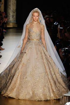Wedding Dress Elie Saab - Alta Costura - Otoño-Invierno 2012-2013 - http://es.flip-zone.com/fashion/couture-1/fashion-houses/elie-saab-2960