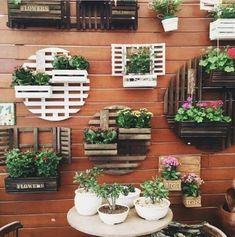 7 Top Ideas For Your Vertical Vegetable Garden Garden Crafts, Diy Garden Decor, Garden Projects, House Plants Decor, Plant Decor, Vertical Garden Design, Garden Wall Art, Garden Bed, Garden Wall Designs