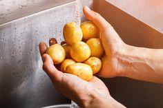 Výborná chuť nových zemiakov vynikne scesnakom a bylinkami