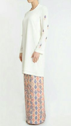 Batik Fashion, Hijab Fashion, Fashion Dresses, Traditional Fashion, Traditional Outfits, Batik Kebaya, Batik Pattern, Islamic Fashion, Ethnic Dress