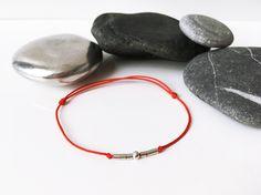 Friendship Bracelet 7 fines perles Argent massif 925 Cordon ROUGE Bracelet 7 Chakras Femme Homme Ado Bracelet chance Amour Zen Yoga Chakras de la boutique BBSdeParis sur Etsy