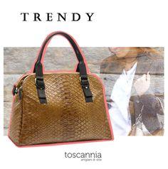 Invest in style with the Urban Road leather handbag by Toscannia, worldwide free shipping: www.toscannia.com  Invierte en estilo con el bolso de piel Urban Road de Toscannia, los envios son gratuitos: www.toscannia.com