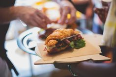 Bacon on Bree Chefs, Bacon, Restaurants, Chicken, Meat, Food, Eten, Restaurant, Meals