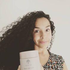 Les quiero transmitir desde estas fotos la suavidad de mi cabello 👩🏽🦱🧏🏽♀️  Hidrata tu cabello, de raíz a punta, y en 7 días sentirás tu cabello más suave, lo verás más nutrido y no tendrás puntas feas 😉🥰🤩  Que hará renu hair mask en tu cabello? Reparará las grietas, lo hidratara y retendrá la humedad natural de tu cabello haciendo que este #manejable #restaurado #convolumen  Pruébalo... Adquiere #renumaskhair  Ingresando al link de mi tienda virtual o comunicate al DM Tips Belleza, Natural, Link, Women, Fashion, Tent, Hair, Pictures, Moda