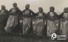 """Photo B/W photo of women with local costumes from Megara, dancing the """"Trata""""… Greece Photography, History Of Photography, Indian Pictures, Indian Pics, Folk Costume, Costumes, Greek Traditional Dress, Greek History, Photo B"""