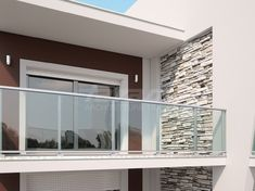 Balcony Glass Design, Glass Balcony Railing, Balcony Grill, Balcony Railing Design, Home Room Design, Home Design Plans, Balustrade Balcon, Outdoor Handrail, Steel Railing Design