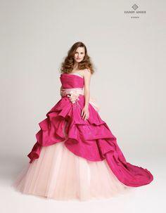 809b7644f42c7 色付きのウェディングドレス
