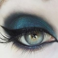 (Kinky) (Black-base teal w/ rainbow sparkle) 100% Vegan and Cruelty-Free! Made in the U.S.A. All of our products always exclude scary preservatives like parabens and ch