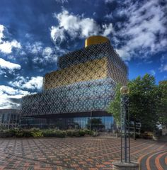 The beautifully unique #birmingham #library (modern #architecture #midlands #city #citycenter #pano #britain #uk #libraryofbirmingham #birminghamlibrary  #blogger #urban #urbanlandscape #hdr #iphone #iphoneography #phoneography #bluesky )
