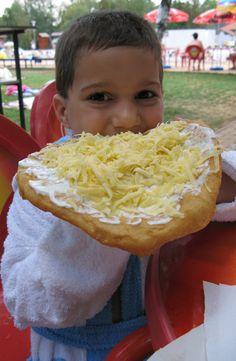 Vili és a lángos (Hungarian fried dough)