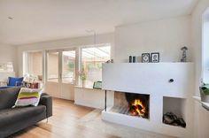 Hyggelig stue med åben pejs