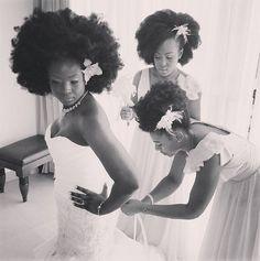♥♥♥  Noiva e madrinhas negras arrasam com o poder de seu look afro e bombam na internet! Depois de 4 anos de relacionamento, Nakya Whitty(27 anos) e Javonte Davi(26) decidiram que já era hora de juntas as escovas de dentes. Então ofi... http://www.casareumbarato.com.br/noiva-e-madrinhas-negras-arrasam-com-o-poder-de-seu-look-afro-e-bombam-na-internet/