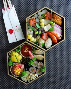 Osechi, Japanese new year's dish/おせち料理 Japanese New Year Food, Japanese Food Sushi, Breakfast Platter, Food Porn, New Year's Food, Food Garnishes, Food Platters, Exotic Food, Food Packaging