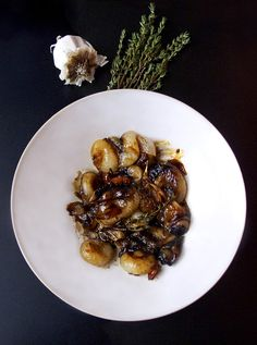 Honey-glazed cipollini onions (from Thomas Keller's Ad Hoc) | @pickledplum.com