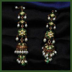 Amazing Gold Earring Diamond Earrings Indian, Gold Jhumka Earrings, Indian Jewelry Earrings, Jewelry Design Earrings, Gold Earrings Designs, India Jewelry, Ear Jewelry, Antique Earrings, Bridal Jewelry