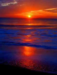 ✮ Gorgeous Sunset, No two sunsets or sunrises are exactly the same; endless possibilities for wonderful color and light combinations.