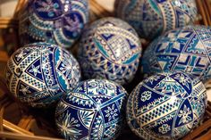 One of the most beautiful romanian Easter traditions is painted eggs Crafts To Do, Arts And Crafts, Egg Rock, Orthodox Easter, Coloring Easter Eggs, Egg Coloring, Egg Designs, Easter Traditions, Egg Art