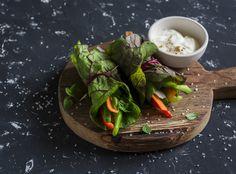 Préparez des rolls ou des wraps avec des feuilles de salade, comme on en trouve dans la cuisine vietnamienne. Une manière d'éviter le pain, al feuille de brick ou la feuille de riz et de remplacer n'importe quelle crêpe.