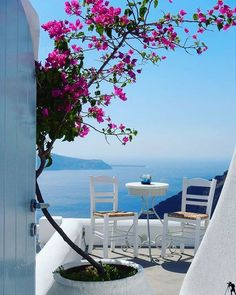 What are the Best Hotels in Santorini? How to get to Santorini? Vacation Places, Dream Vacations, Vacation Spots, Places To Travel, Places To Go, Italy Vacation, Santorini Honeymoon, Santorini Island, Mykonos Greece