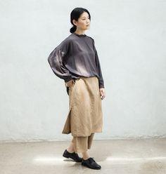 8月20日発売のリンネル最新号でもご紹介している「etre nne」の別注アイテム、フリル衿ワンピースとスカートパンツ。WEB限定カラー<キャメル>の着こなしをご紹介します。