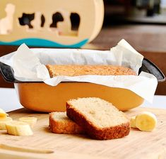 Delicious and easy homemade banana bread just like store bought! Perfect treat for in the lunch box or after school snack! Homemade Banana Bread, Make Banana Bread, Banana Bread Recipes, Lunch Box Recipes, Brunch Recipes, Lunchbox Ideas, Raw Caramel Slice, Healthy School Snacks, School Lunches