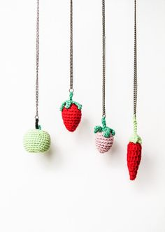 Crochet fruit necklace: strawberry, pepper and apple