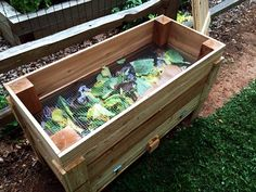 Gardening Compost Making a DIY worm bin for worms to thrive while having an easy way to access and harvest the vermicompost is the key to why this bin works so well. Worm Farm Diy, Worm Beds, Red Wigglers, Red Worms, Garden Compost, Diy Compost Bin, Compost Tea, Garden Soil, Garden Path